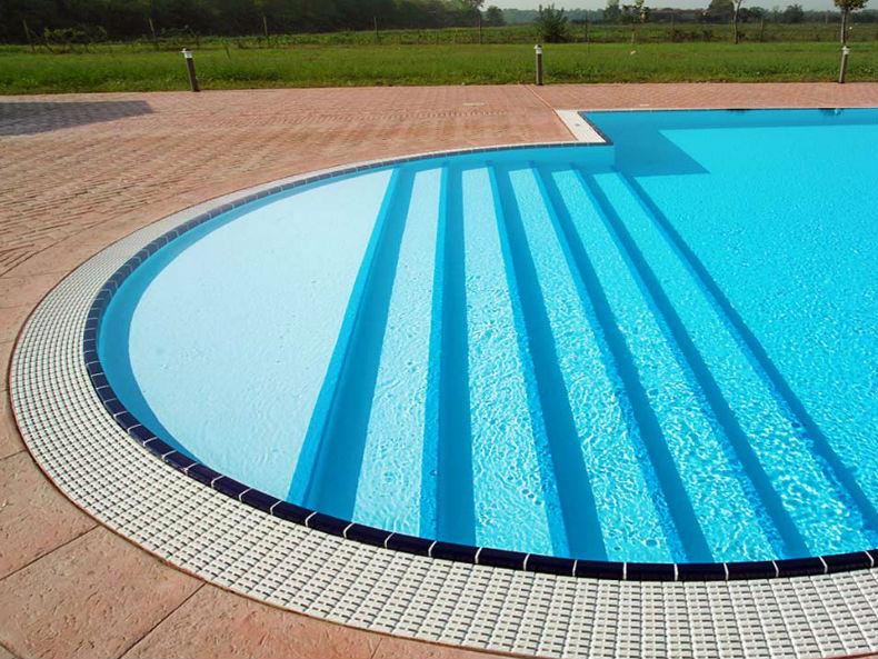 Scale per piscina alla romana
