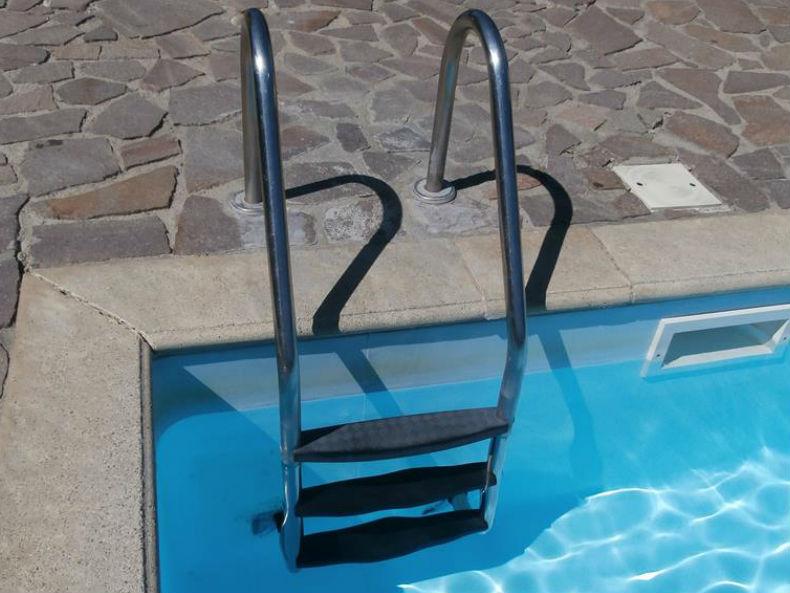 Scaletta in acciaio inox per piscina