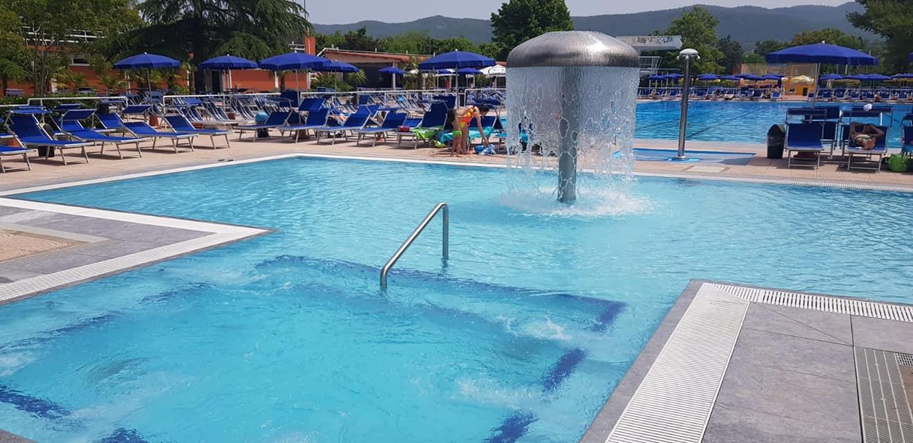 Fontana a fungo piscina